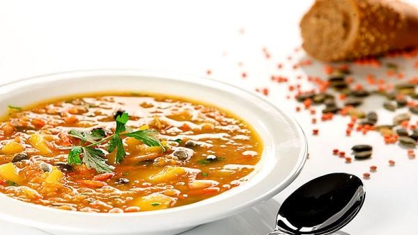 Krabičková dieta recepty: Čočková polévka s chutnými bramborami.