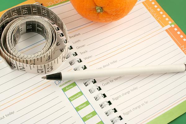 Jak zhubnout nejrychleji: Zapisujte si jídlo, které jste za den snědli.